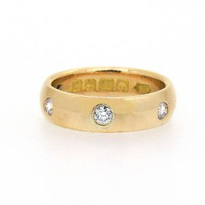 22ct ring with five diamonds