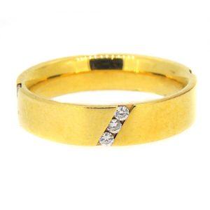 18ct yellow gold ring with diamonds