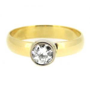 Diamond and yellow 18ct gold ring. £950.00